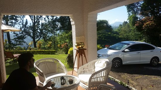 Airport Pick-up (Private) to Kandy: Mandira Tea country