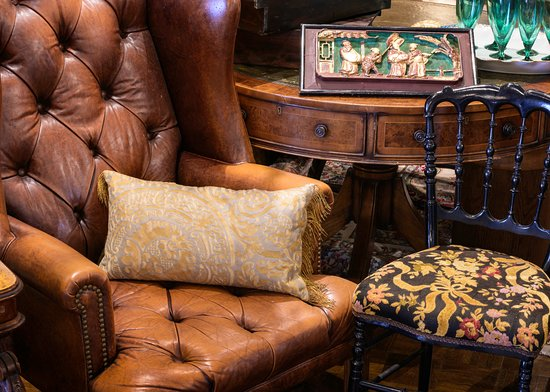 Summerland, Kalifornie: Classic Antiques are still in style and mix well with other furnishings and decor.