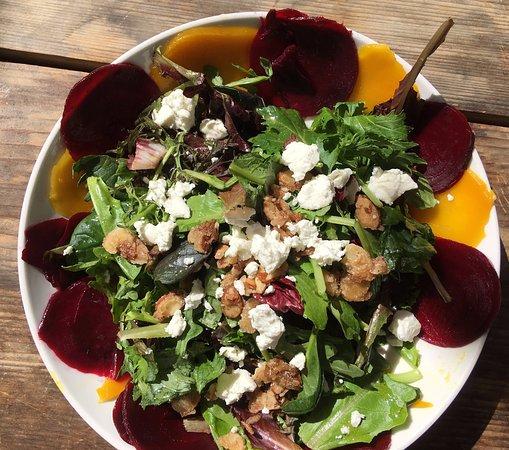 Creston, Californie: Beet salad -- good choice!