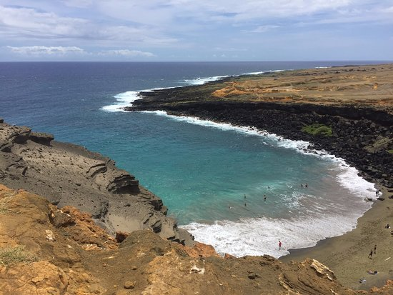 Papakōlea green sand beach