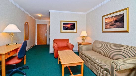 MG PioneerInnSuites Escanaba MI GuestRoom King
