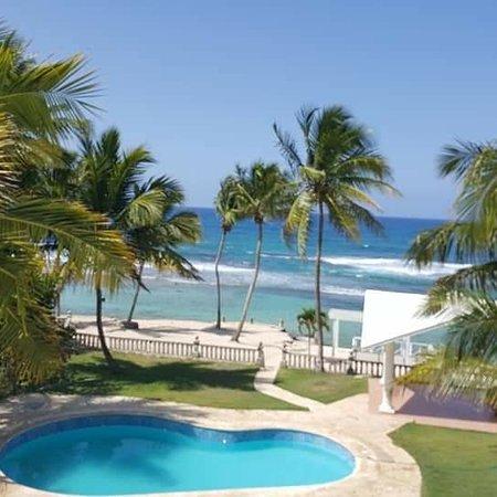 Esta es su oportunidad de tener una hermosa villa, frente a la playa, con su playa privada, en un area exclusiva y con todas las comodidades que pueda desear.  La Villa Santiago Private & Beach, se encuentra en Cumayasa, justo frente a una pequeña y hermosa playa privada, esta villa dispone de 5 habitaciones, 6 baños, Jacuzzi para 10 personas, Piscina, sala de masaje, Sauna, hidromasaje, baño vapor, parqueo privado, BBQ, Jacuzzi en suite principal, gazebo mirador, música estéreo exterior y mas.