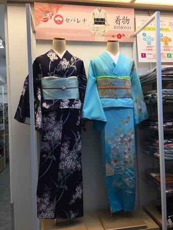 セパレートタイプの着物セパレナです。専用の襦袢と着物と帯で、着物初心者の方でもラクラク着付けできます。