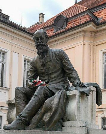 Jókai statue