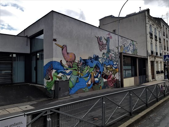 """Fresque """"La ronde des animaux"""""""
