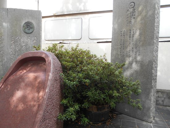 Chikamatsu Monument
