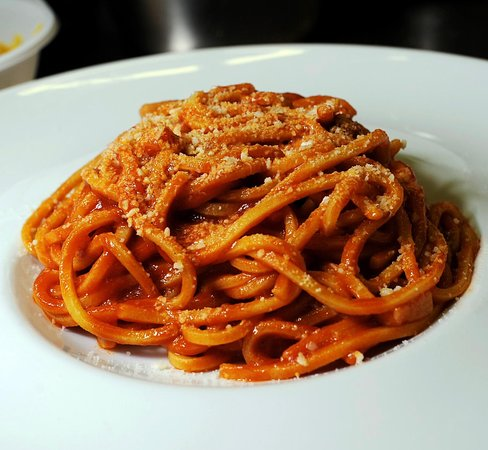 Amatriciana, the tipycal roman dish with our fresh pasta!