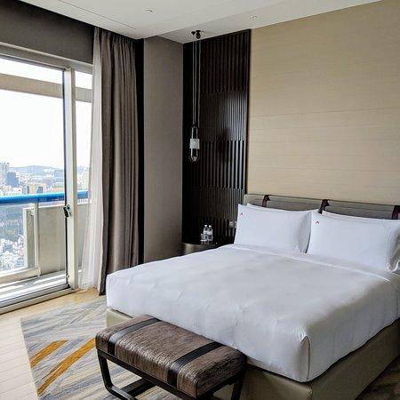 Crest Suite (Swissotel The Stamford Singapore).