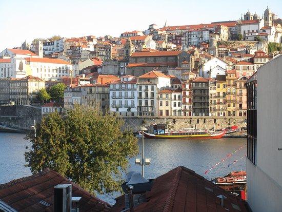 Ausblick auf den Fluss mit der Portoseite