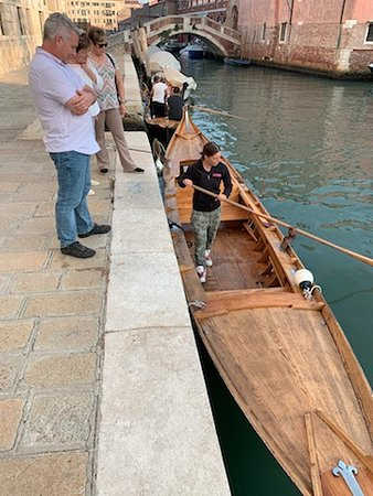 Venetian Rowing Lesson: Brief demonstration before boarding.