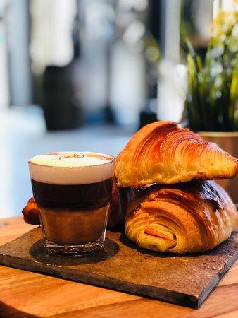 Soyez les bienvenus au HangArt Café