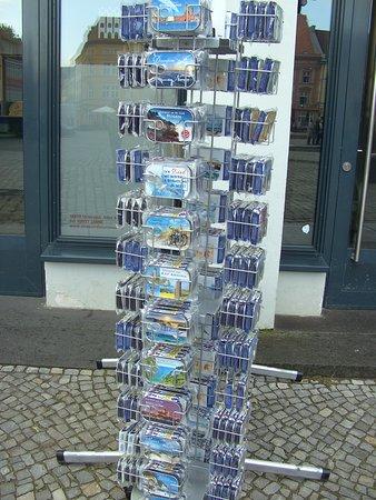 Vor der Tourist Information, in Stralsund....