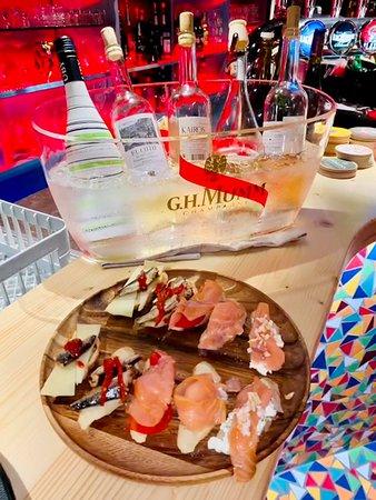 Nos cocktails, pinchos et tapas n'attendent que vous !!^^