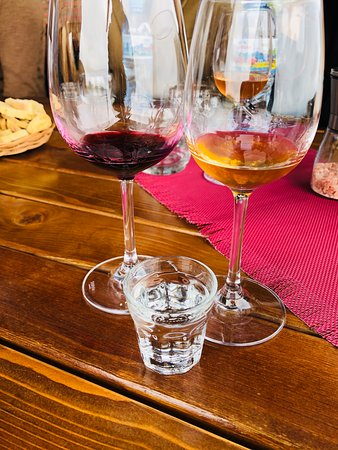Full Day Private Wine Tour in Kakheti Region with Lunch and 3 Wine Tastings: Amber wine, red wine and cha cha at Signagi
