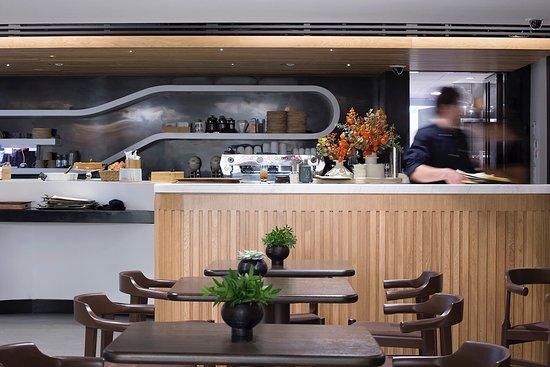 B&E Goulandris Restaurant Cafe