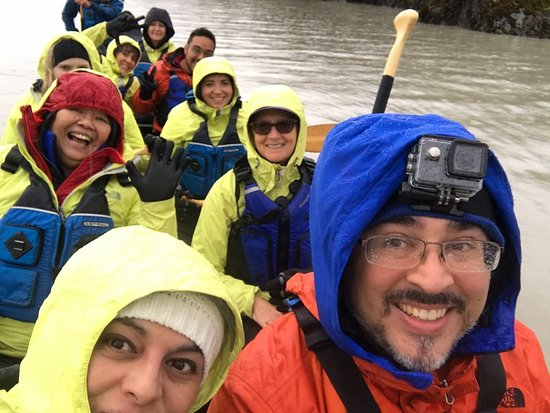 ‪‪Mendenhall Glacier Lake Canoe Tour‬: Happy and wet faces.‬