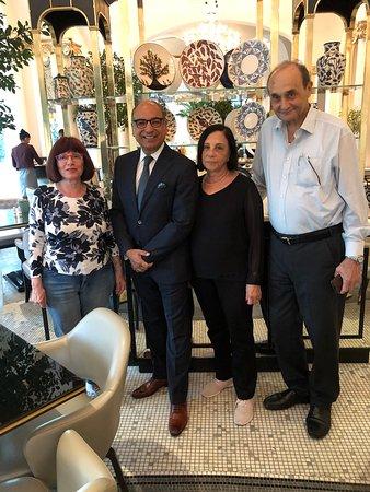 מנהל המלון  BOB SURI עם לולו רותי ואני
