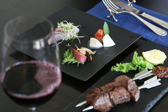 宿泊もできるので(北ビワコ ホテルグラツィエ)ワインも思う存分楽しんで。アラカルトメニューも充実。