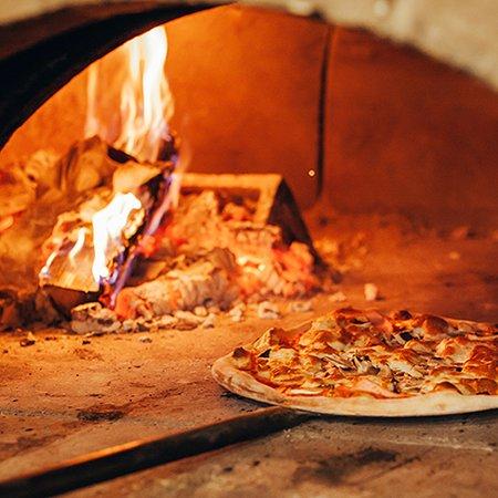 リストランテ併設のピッツェリア2019/11/7OPEN!薪で焼き上げるピザは最高。