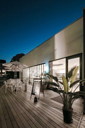ホテル隣接のカフェ「ロメオ」。ウェディングサロン内にありますが、一般でのご利用も可能です。