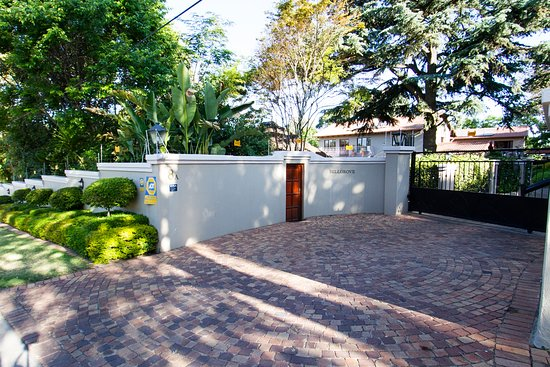 Bellgrove Guest House Front Gate