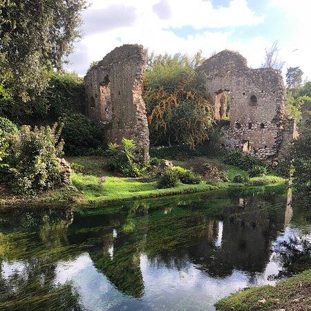 Garden of Ninfa and Sermoneta Day Trip from Rome: Fake ruins