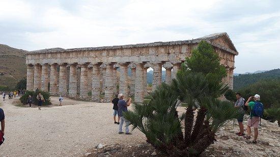 Vista laterale del tempio.
