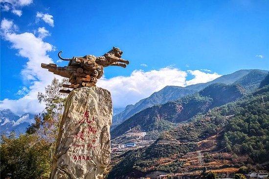 麗江からの1日タイガー跳躍渓谷ハイキングツアー