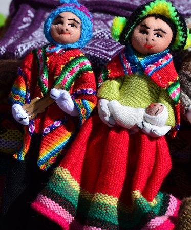 Panenky v krojích typických pro oblast Pucará