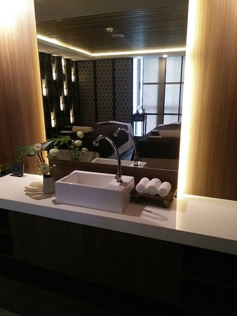 Jw Health Work & Spa serves as a peaceful respite of away from the hustle and bustle of daily ilfe. Relieve your stress and tension by experiencing our massage and spa treatment at Jw Health Work & Spa. we are located at 2nd level at Stay With Nimman Hotel