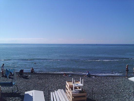 пляжный отдых в Сочи продолжается