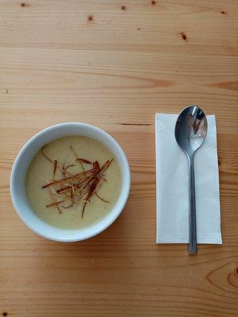 Praia das Macas, Portugal: Sopa de alho francês e um hamburguer snob delicioso