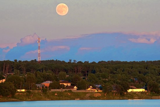 Khabarovsk Krai, Russia: Закат над великой рекой Амур.