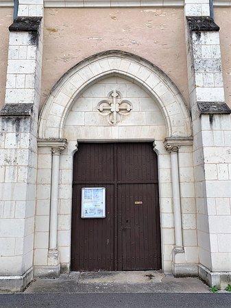 Deux communes liées, Saint-Jean de Sauves et Frontenay sur dive, deux églises et une chapelle mortuaire