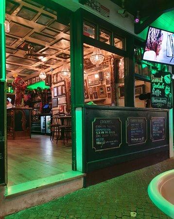 Espelho Bar along The Strip