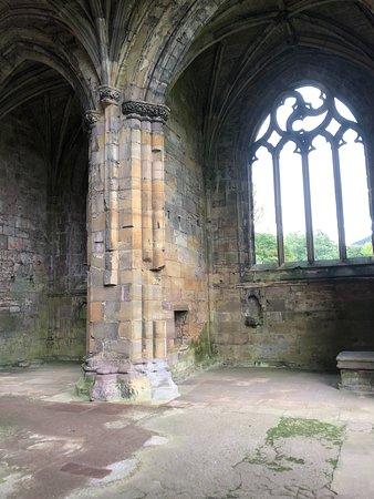 Rosslyn Chapel, Scottish Borders & Glenkinchie Distillery from Edinburgh: Melrose Abbey