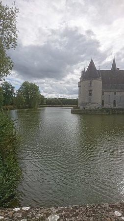 Ecuille, Francúzsko: le château vu de l'extérieur