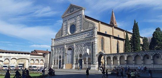 Floransa, İtalya: Muy linda fachada, la belleza de la geometría