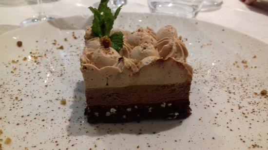 Vieux-Moulin, Frankrijk: biscuit chocolat, mousse au chocolat noir, ganache chocolat au lait