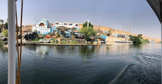 Approaching the Nubian village