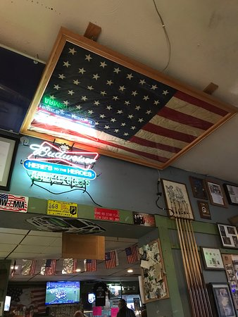 Veterans Pub and Pizza