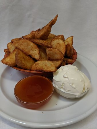 The Caves, Австралия: Wedges with Sour Cream and Sweet Chilli Sauce.
