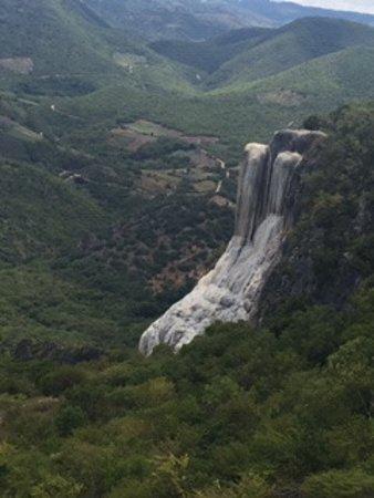 La parte interesante de que si parece una cascada con agua