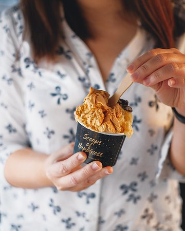 Monday start with a scoop of happiness 😊. Share with us what's your favorite flavor? . . . . #recoltabali #recoltaexperience #vellutogelato #Gelato #gelatolove #gelatotime