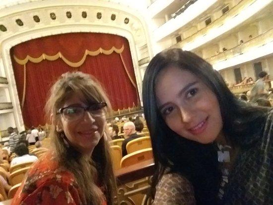Havana, Kuba: En el Teatro Nacional a la espera de una presentación de ballet.