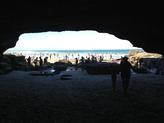 洞穴海滩照片