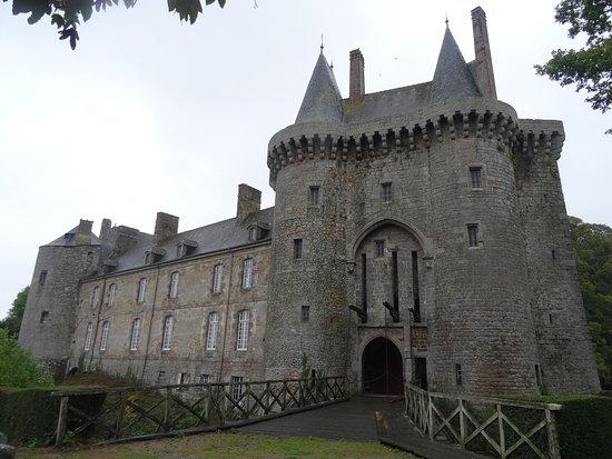 Château de Montmuran Le châtelet d'entrée