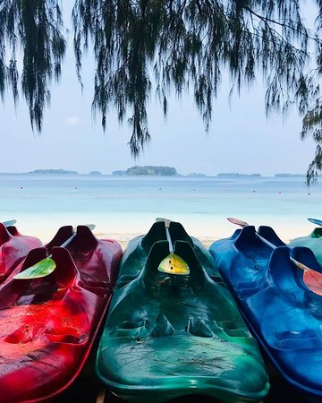 Thousand ISLANDS is location in Jakarta, which has a variety of tourist destinations, there are resort resorts (Ayer, bidadari, sepa, putri, rainbow, tiger, pantara) & resident islands (Tidung, Scout, hope, royal, stingray etc.