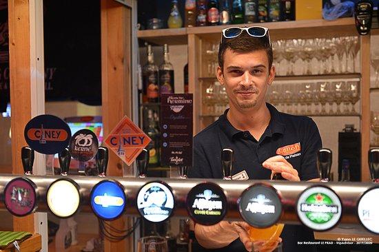 Bar intérieur, une p'tite bière servi dans la bonne humeur :)