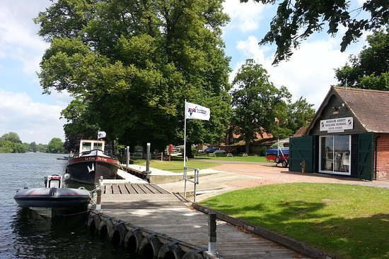 Bisham Abbey Sailing & Navigation School